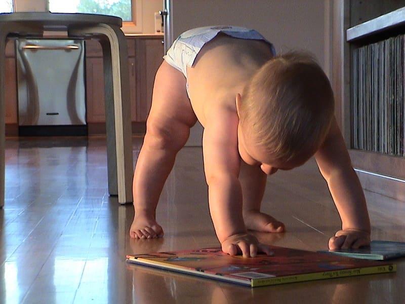 寶寶學站立