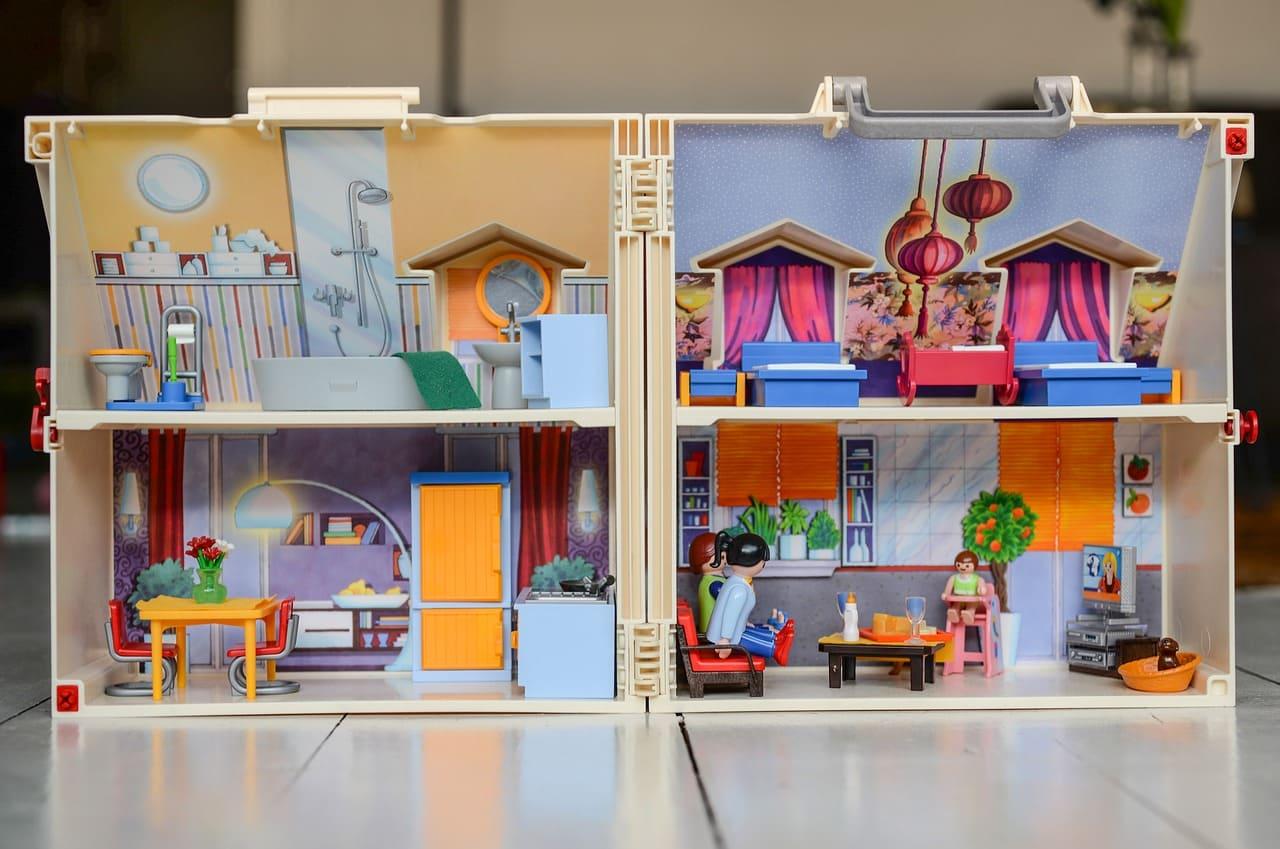 5歲女童娃娃屋