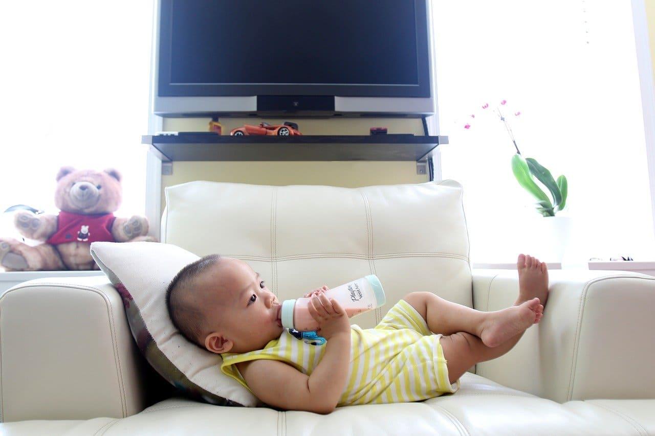 寶寶自主喝奶