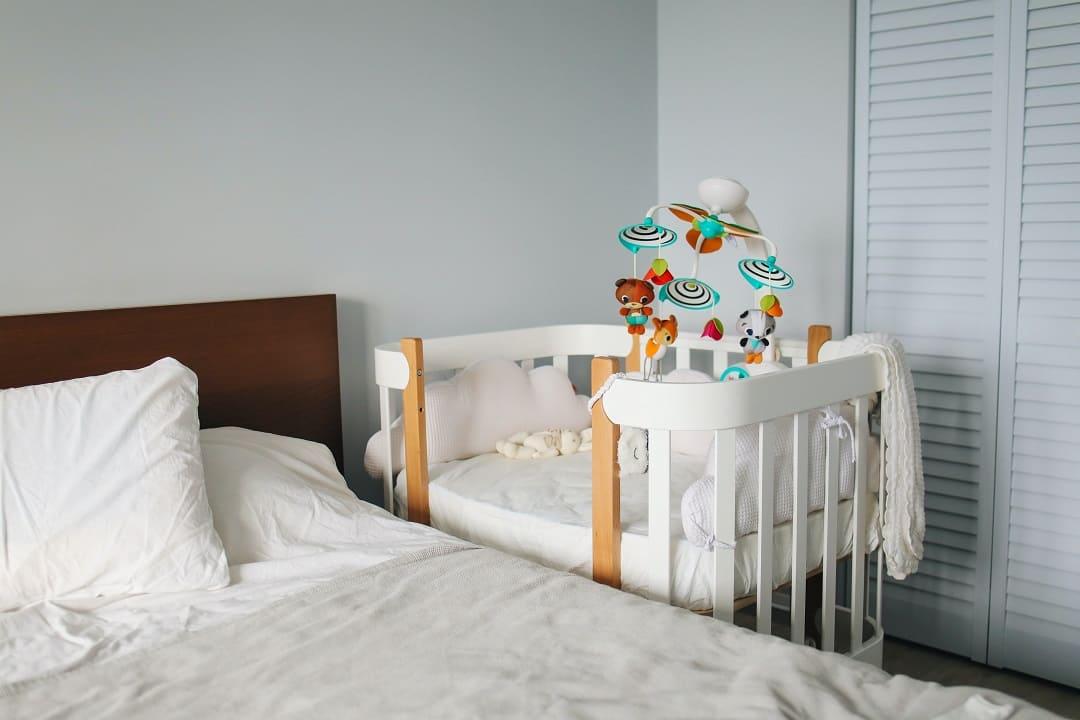 同房不同床-嬰兒床